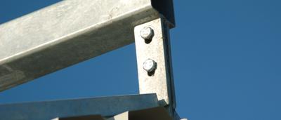Met deze degelijke evenaar op het dak, kan de gehele kalverbungalow gemakkelijk opgetild worden.